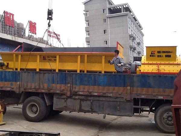 砂石生产线1400x1600锤式po碎机|给料机发货现场